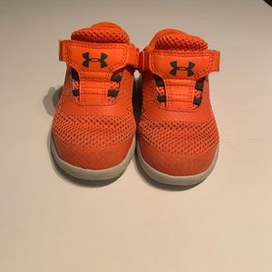 Under armour toddler sneakers with Velcro